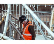 Лицо, ответственное за безопасное производство работ мобильными подъемными рабочими платформами и строительными подъемниками