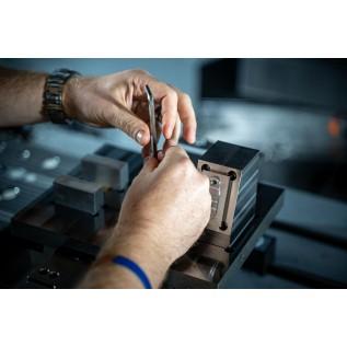 Слесарь-ремонтник (по обслуживанию и ремонту грузоподъемных механизмов)