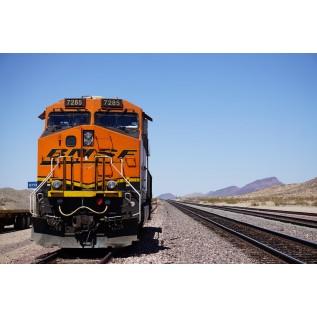 Рабочий, занятый на выполнении погрузочно-разгрузочных работ на железнодорожном транспорте